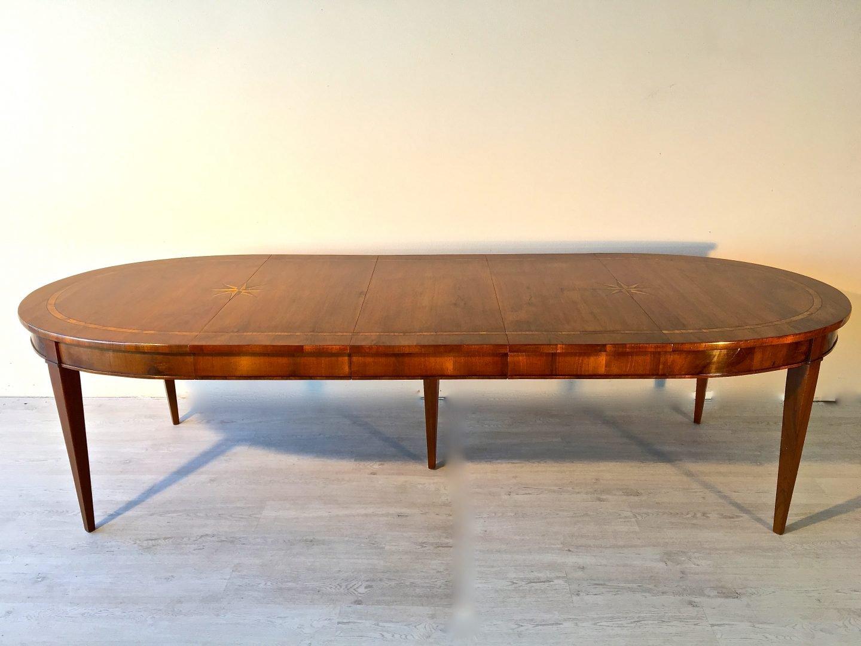 Tavolo ovale allungabile in noce costruito usando materiale d\'epoca ...
