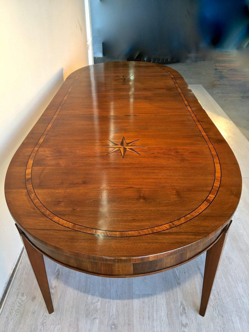 Tavolo Ovale Allungabile In Noce Costruito Usando
