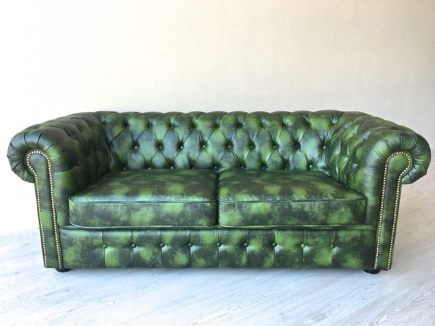 Divano chester originale inglese in pelle divani chester for Divano in inglese