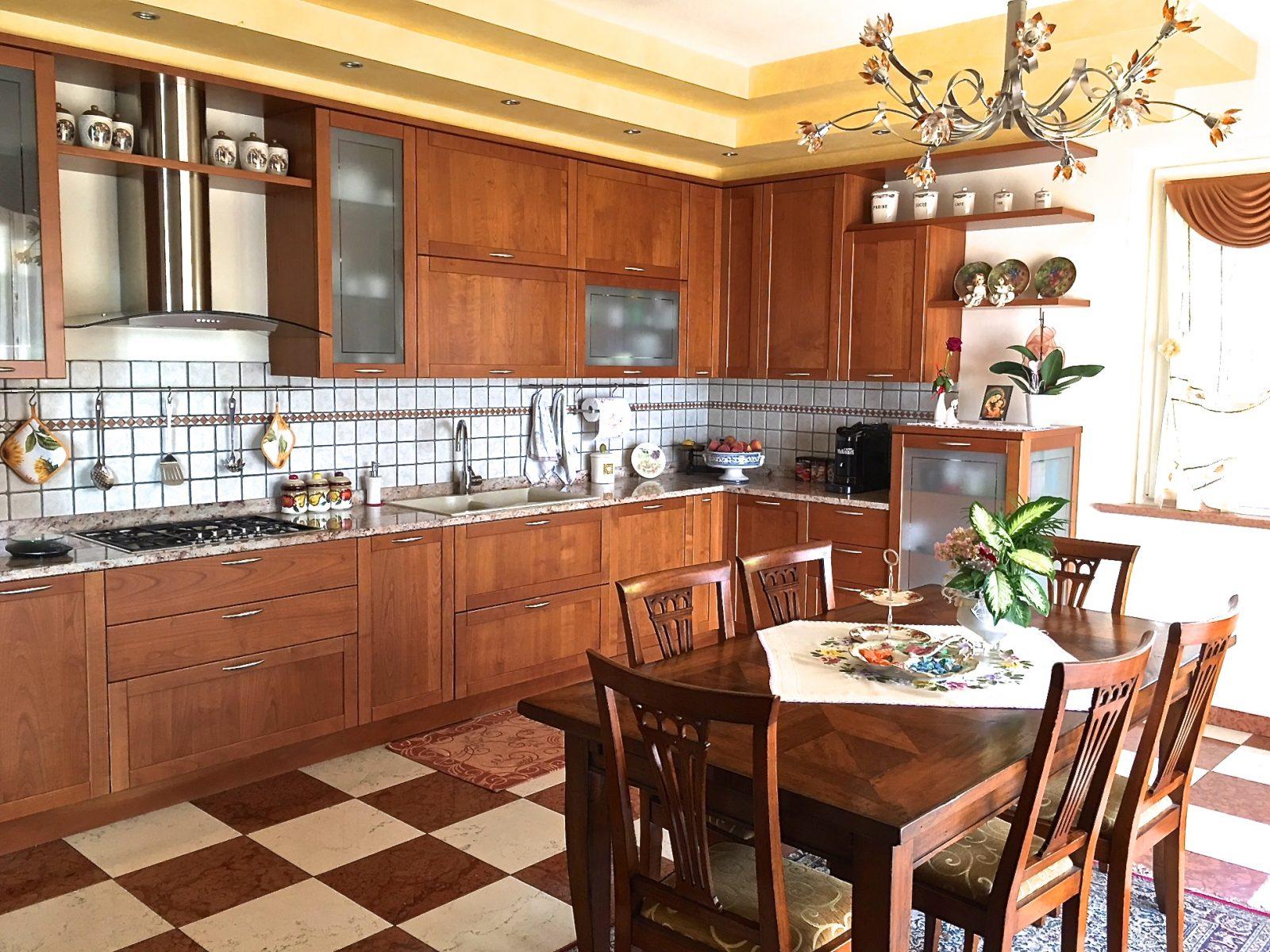 Cucina in ciliegio - Antiquariato e Mobili in Stile ...