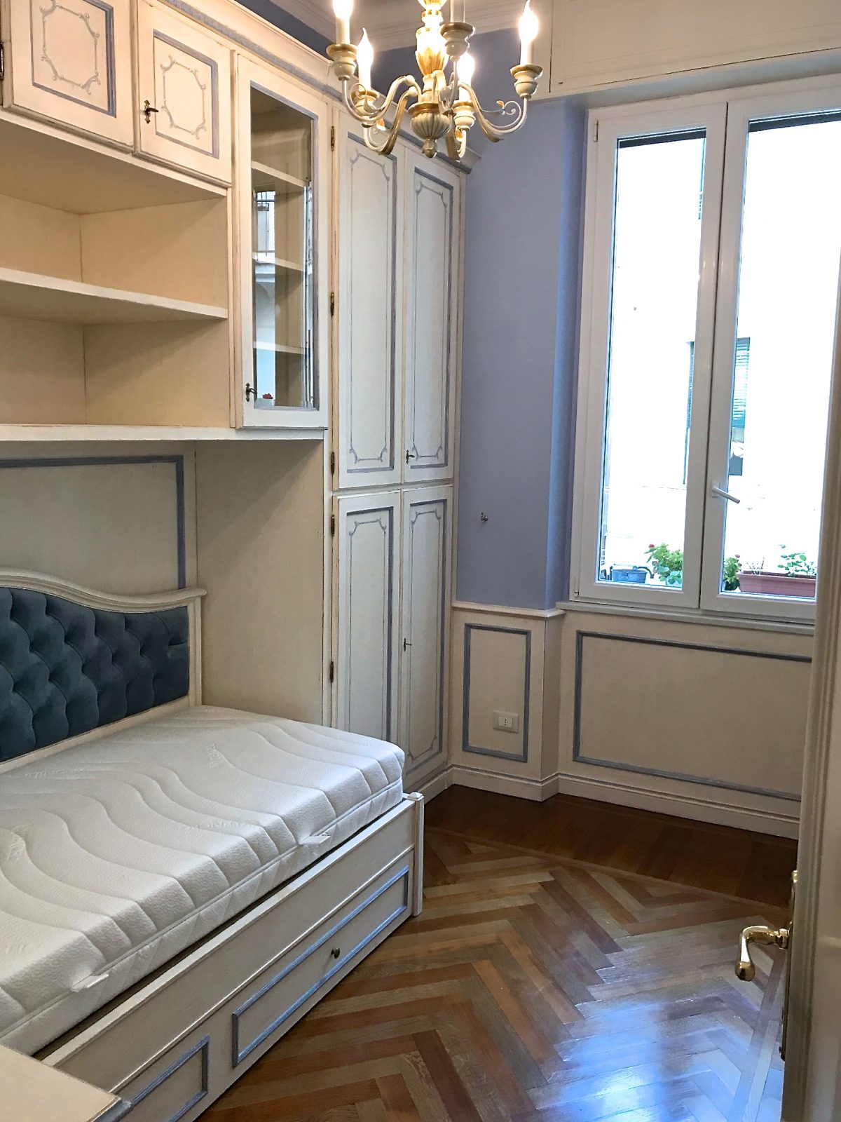 Letti Su Misura Genova.Camera Da Letto Con Boiserie Genova Antiquariato E Mobili In