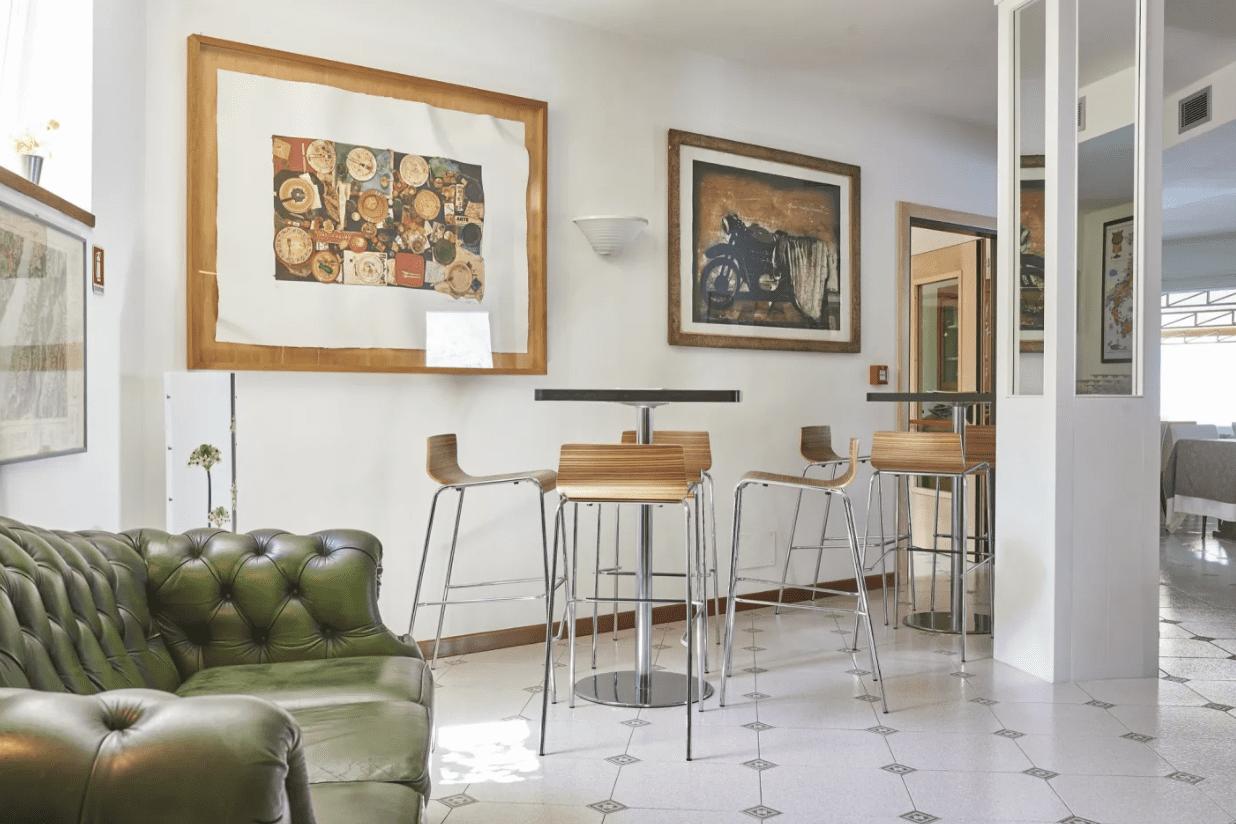 Divano e poltrona Chesterfield vintage presso Hotel Villa Lisa - Malcesine