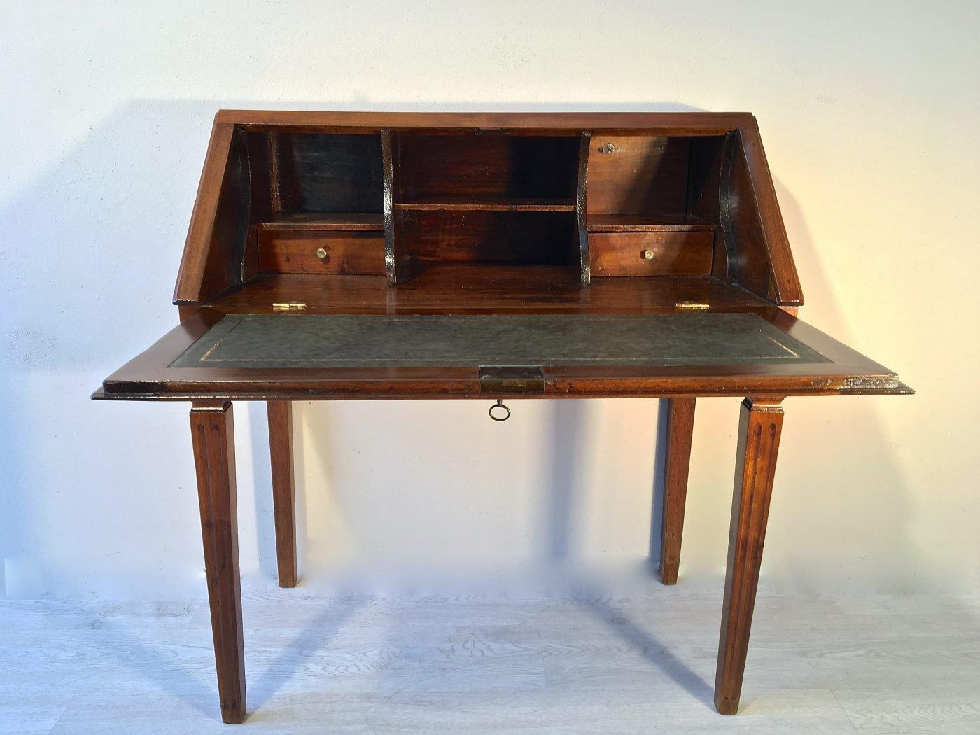 bureau originale in noce antiquariato antiquariato. Black Bedroom Furniture Sets. Home Design Ideas