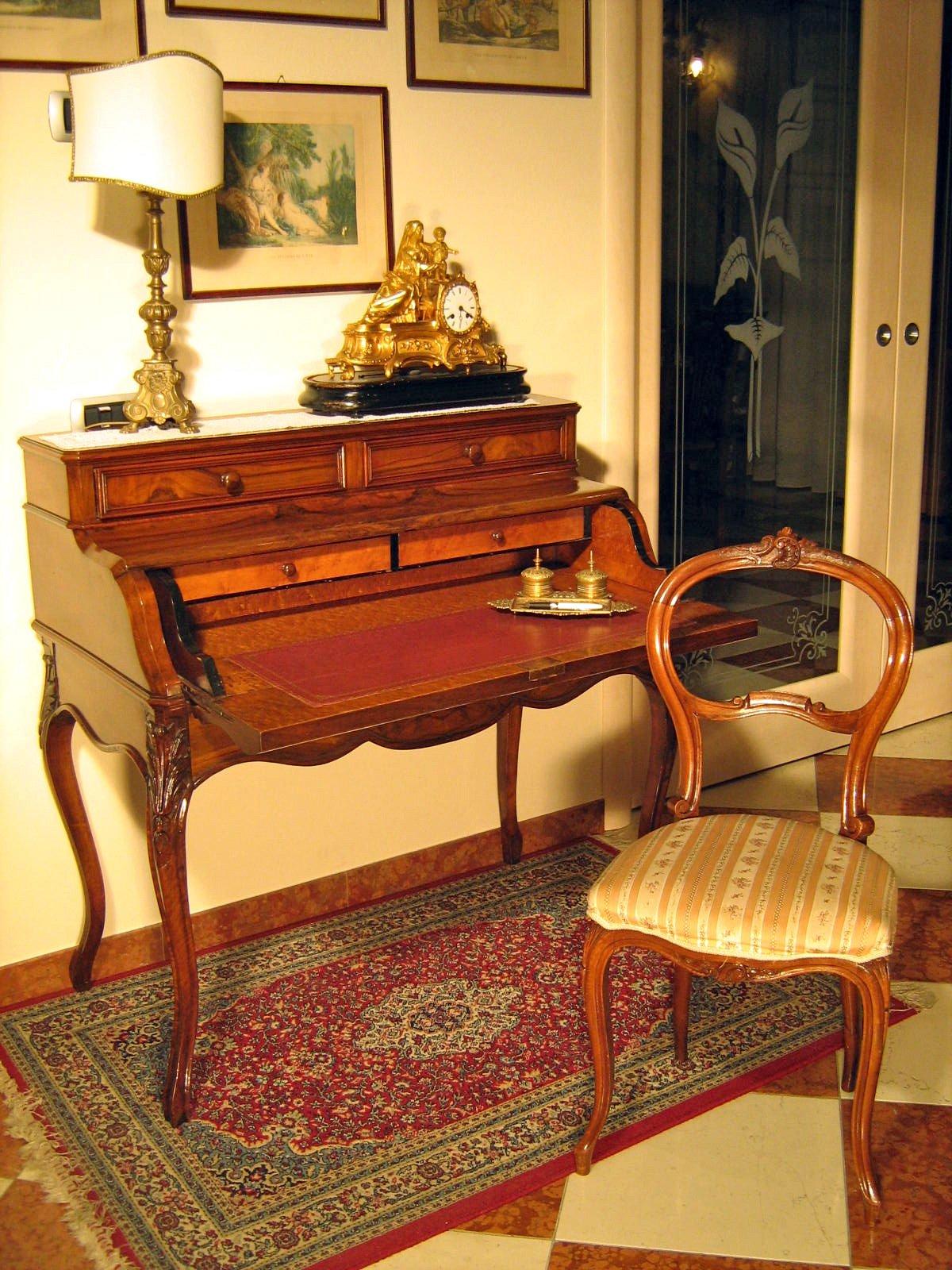 antiquariato e mobili in stile artigianali da 50 anni