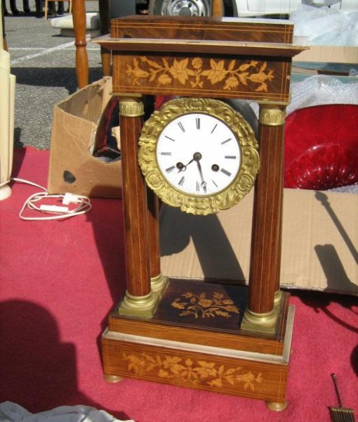 Orologio originale in legno intarsiato
