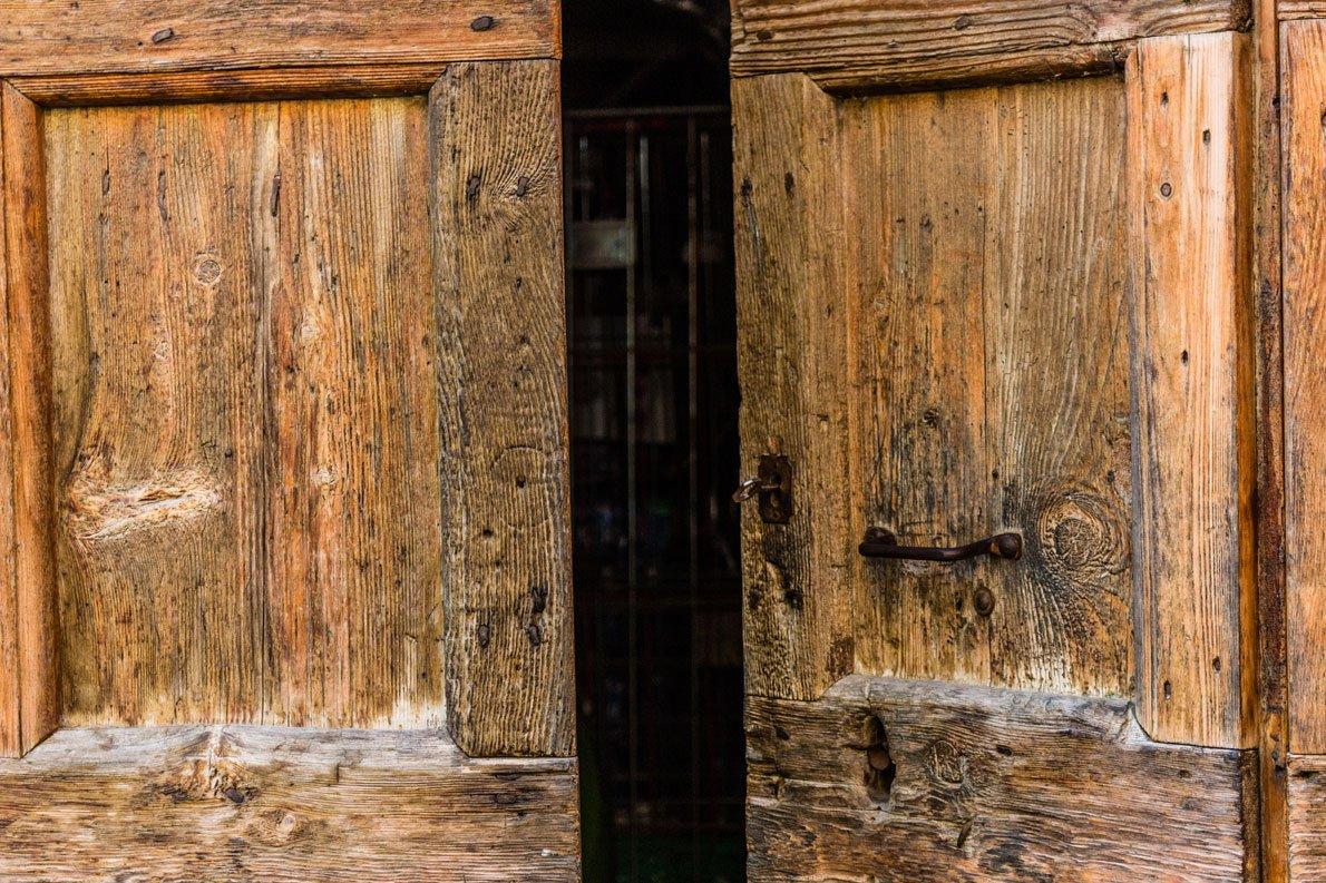 Trattamento antitarlo e antifunghi per mobili antichi