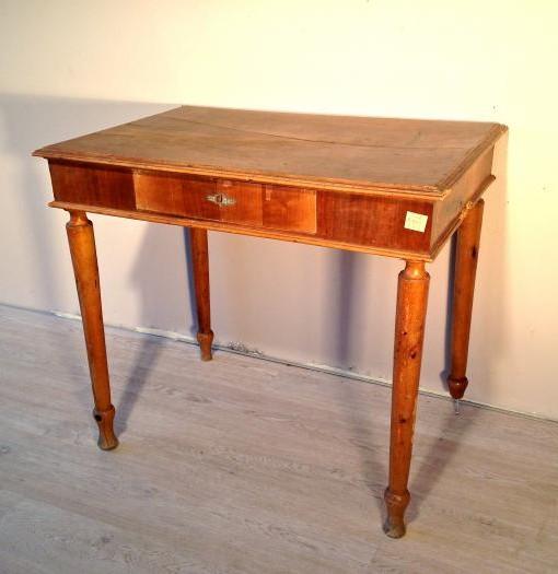 Tavolino originale in noce